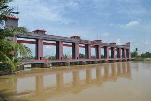 Bendungan Pintu Air Sepuluh 300x200 10 Tempat Wisata di Tangerang dan Sekitarnya