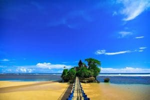 Pantai Balekambang 300x200 10 Tempat Wisata di Jawa Timur yang Wajib Dikunjungi