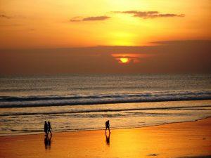 Pantai Kuta 300x225 15 Tempat Wisata di Bali yang Wajib Dikunjungi