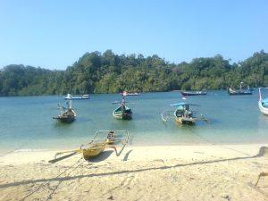 Pantai Sendang Biru 300x225 10 Tempat Wisata di Jawa Timur yang Wajib Dikunjungi