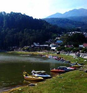 Telaga Sarangan 279x300 10 Tempat Wisata di Jawa Timur yang Wajib Dikunjungi