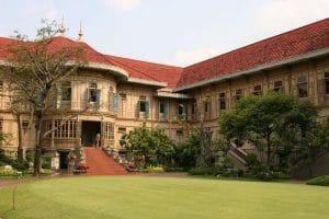 Vimanmek Teak Mansion 300x200 15 Tempat Wisata di Bangkok yang Wajib Dikunjungi