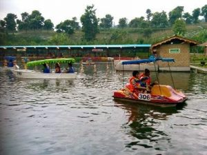 permainan air Floating Market Lembang