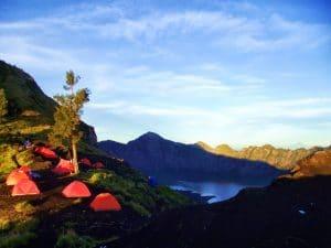 tenda pendaki Gunung Rinjani