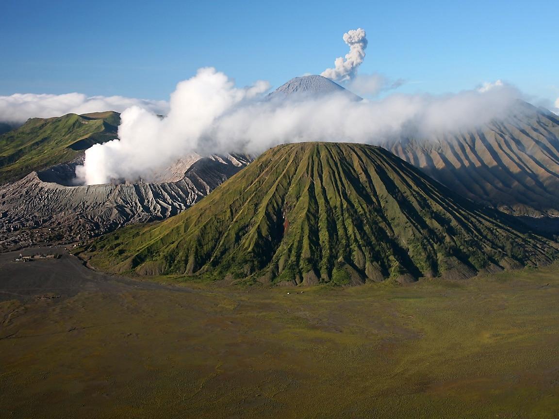 Wisata Jawa Timur  Gunung Bromo  Aneka Tempat Wisata