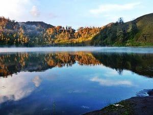 Kejernihan air danau di Ranu Kumbolo