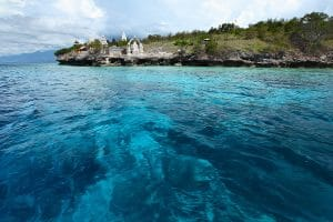 Air jernih kebiruan yang segar di Pulau Menjangan