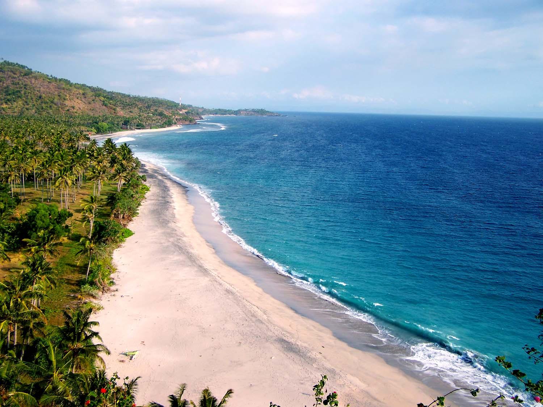 [Image: Hamparan-pasir-putih-bertemu-air-jernih-...nggigi.jpg]