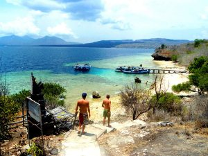 Menikmati cerahnya hari di Pulau Menjangan