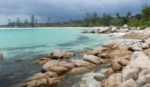Gambar 2: Pantai Trikora