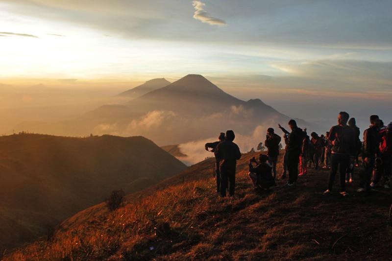 10 Gunung Terindah di Indonesia yang Wajib Dikunjungi