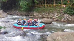 Arung Jeram Sungai Ciliwung