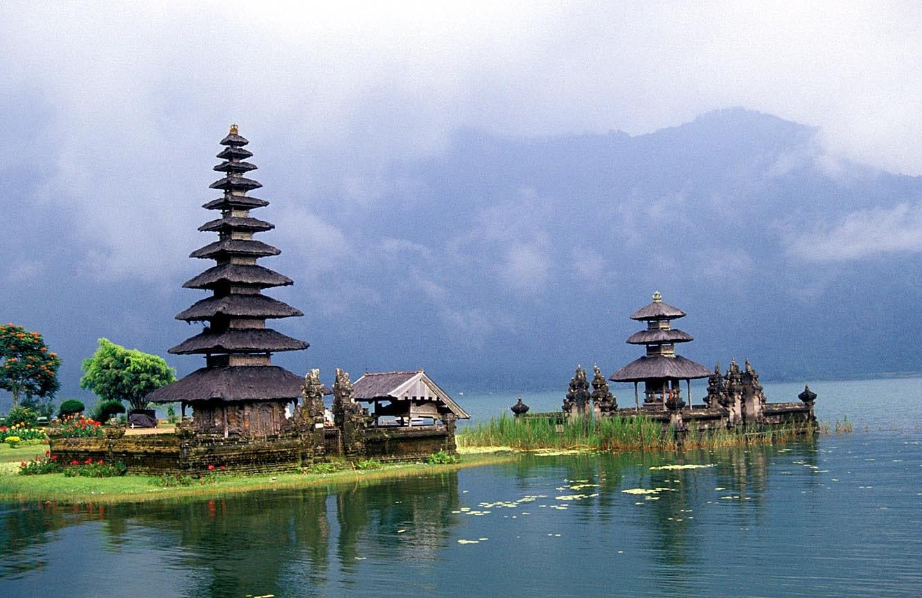 Tempat Wisata di Bali - Danau Beratan Bedugul