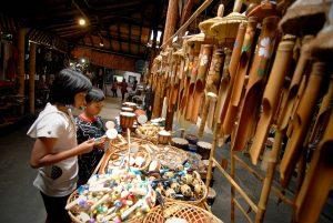 toko souvenir Saung Angklung