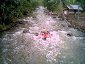 tempat wisata di Manado - Arung Jeram Sawangan