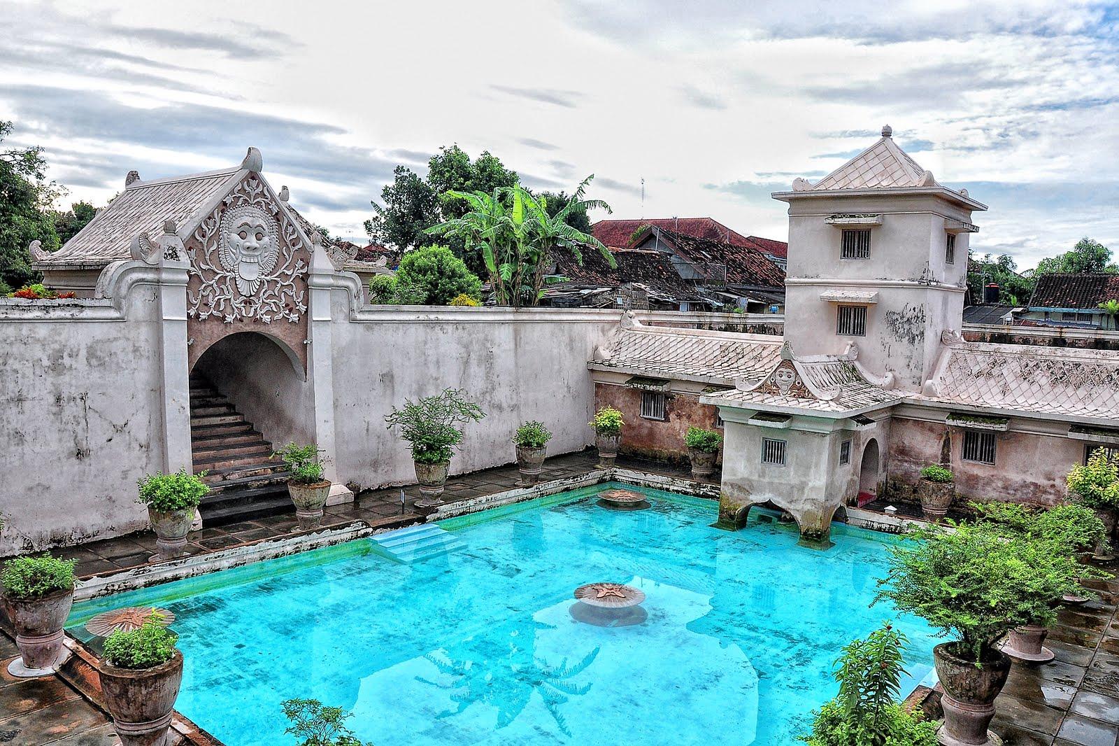 Tempat Wisata Istana Air Taman Sari