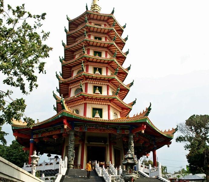 Vihara Buddhagaya Watugong Semarang 690x600 - Inilah 5 Tempat Wisata di Semarang Yang Terpopuler