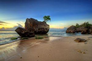 tempat wisata di bali- Pantai Padang Padang