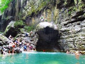 Beranikan diri terjun ke dalam jernihnya air di Green Canyon