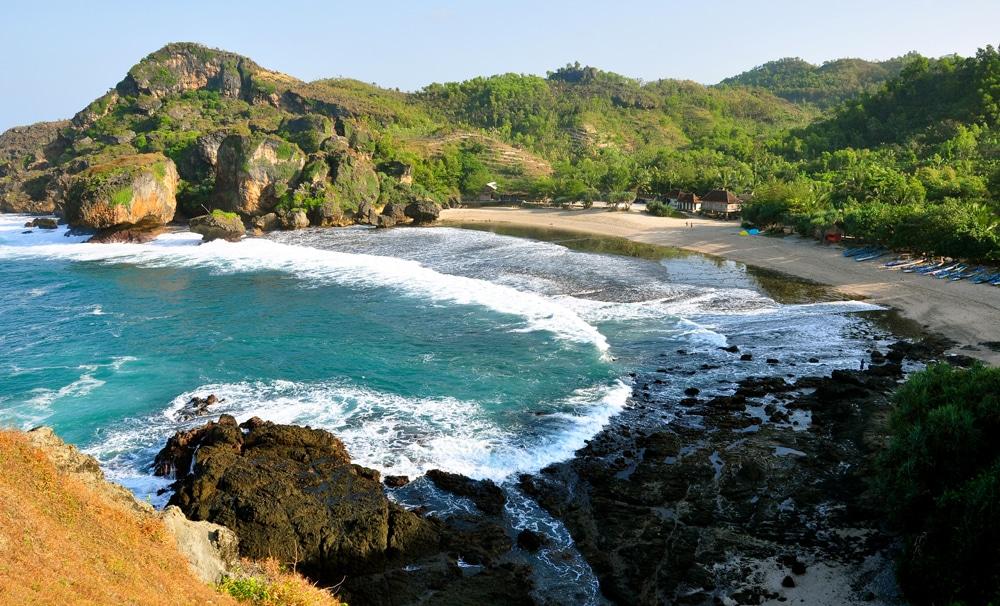 Kabur sejenak ke Pantai Siung akan meredakan stres Anda
