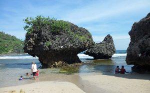 Pantai Siung jadi tempat wisata favorit keluarga