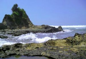Pantai Keusik Luhur