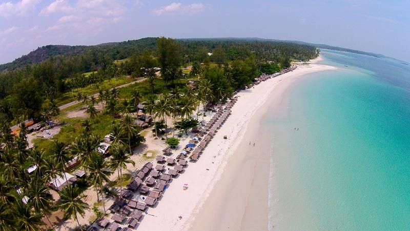 Pantai Trikora yang Begitu Memukau