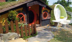 Rumah Hobbit di Paraland Majalengka (alampriangan)