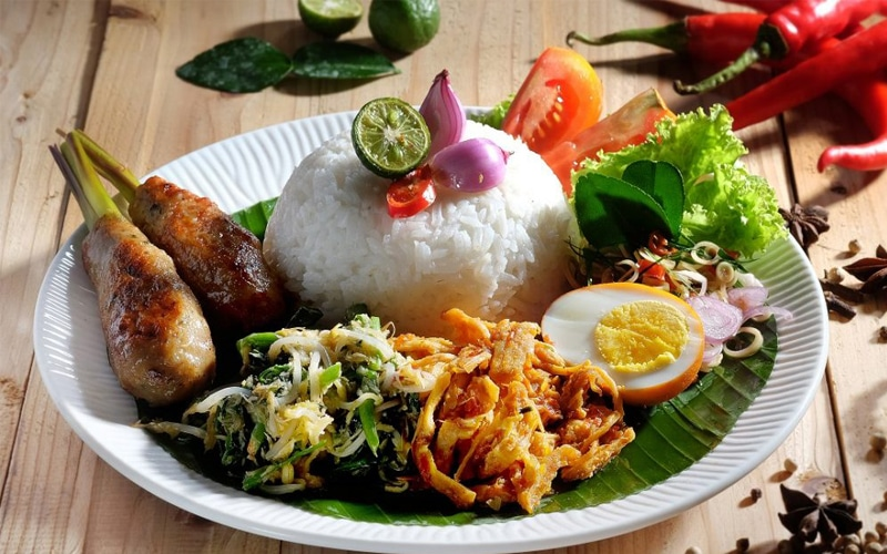 Nasi campur makanan khas Bali