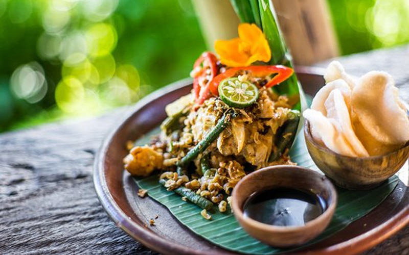 Tipat cantok makanan khas Bali