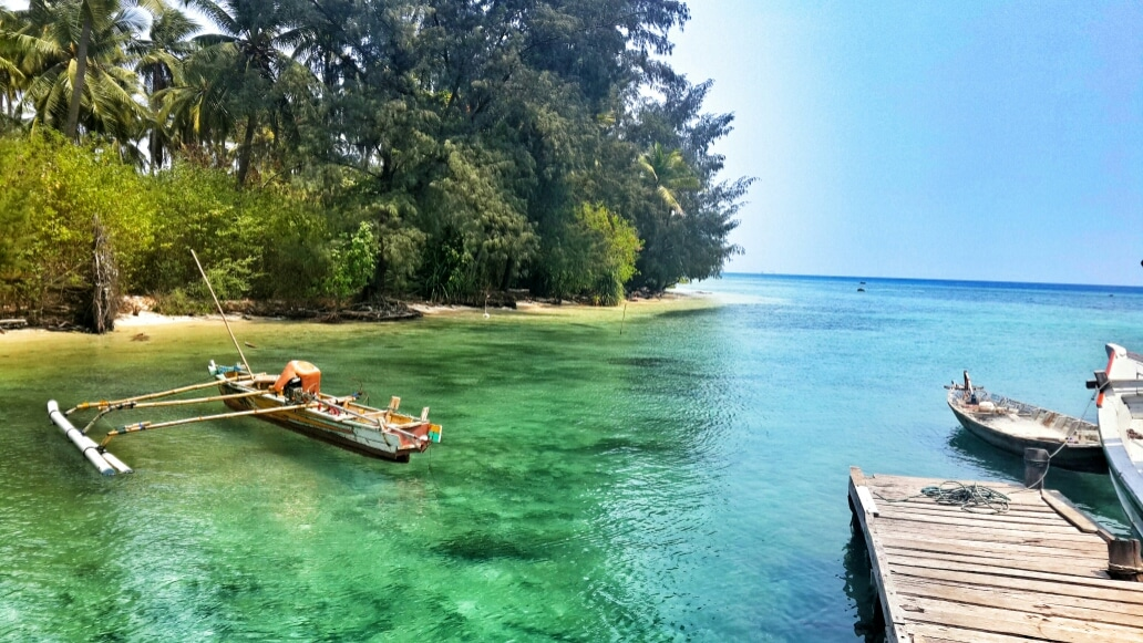 Pulau Sangiang - pantai di Anyer