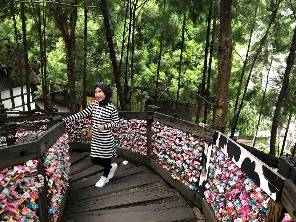 Jembatan cinta Farm House susu Lembang