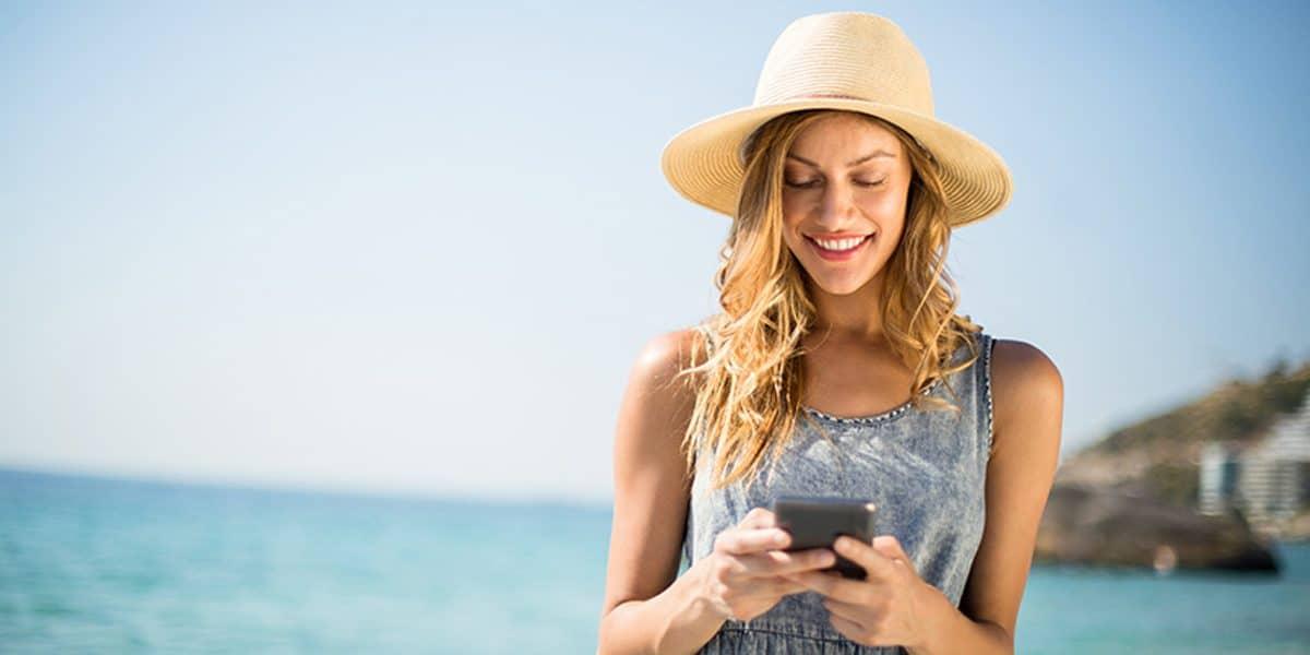 17+ Aplikasi Traveling yang Wajib Ada di Traveler, Download Sekarang Juga! HP Telepon Seluler (shutterstock)