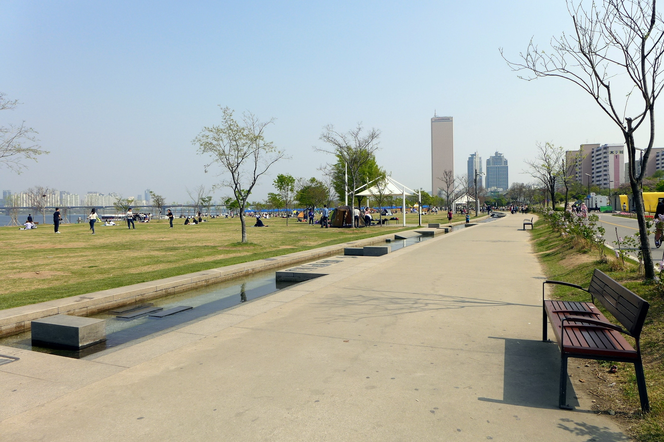 Drama Korea - Yeouido Hangang Park (wikipedia)