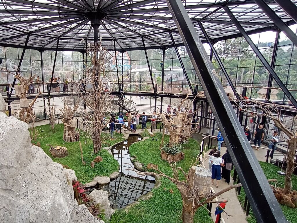 Lembang Park and Zoo (travelspromo)