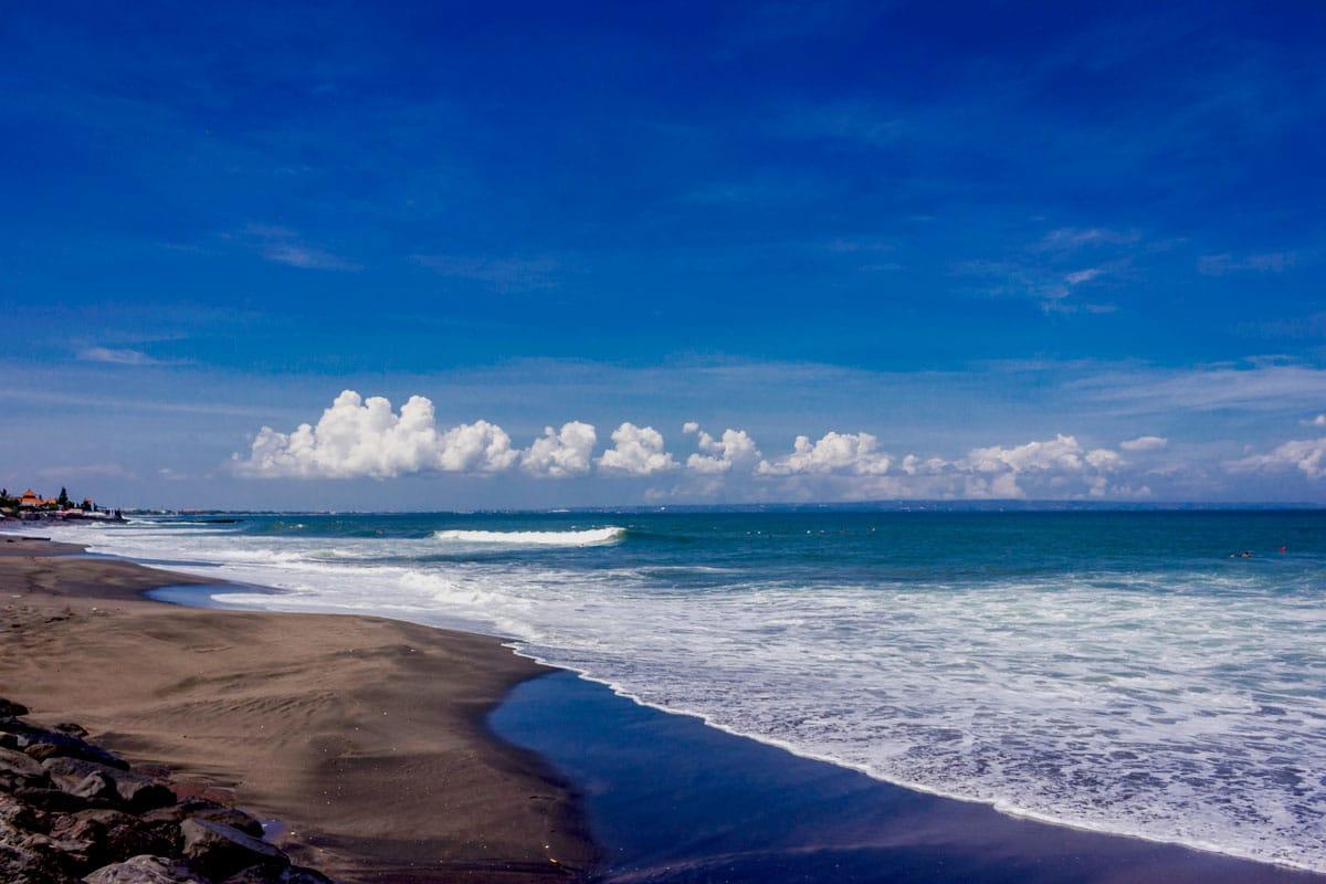 Itinerary Bali Hari Pertama - Pantai Batu Bolong Canggu (mavibalirentals)