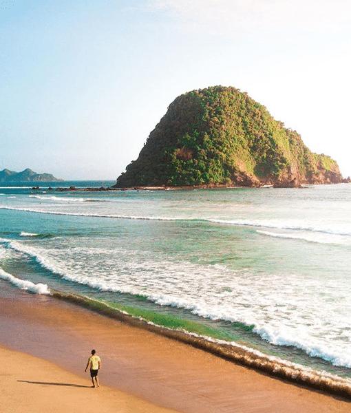 21. Read More - Pantai Pulau Merah