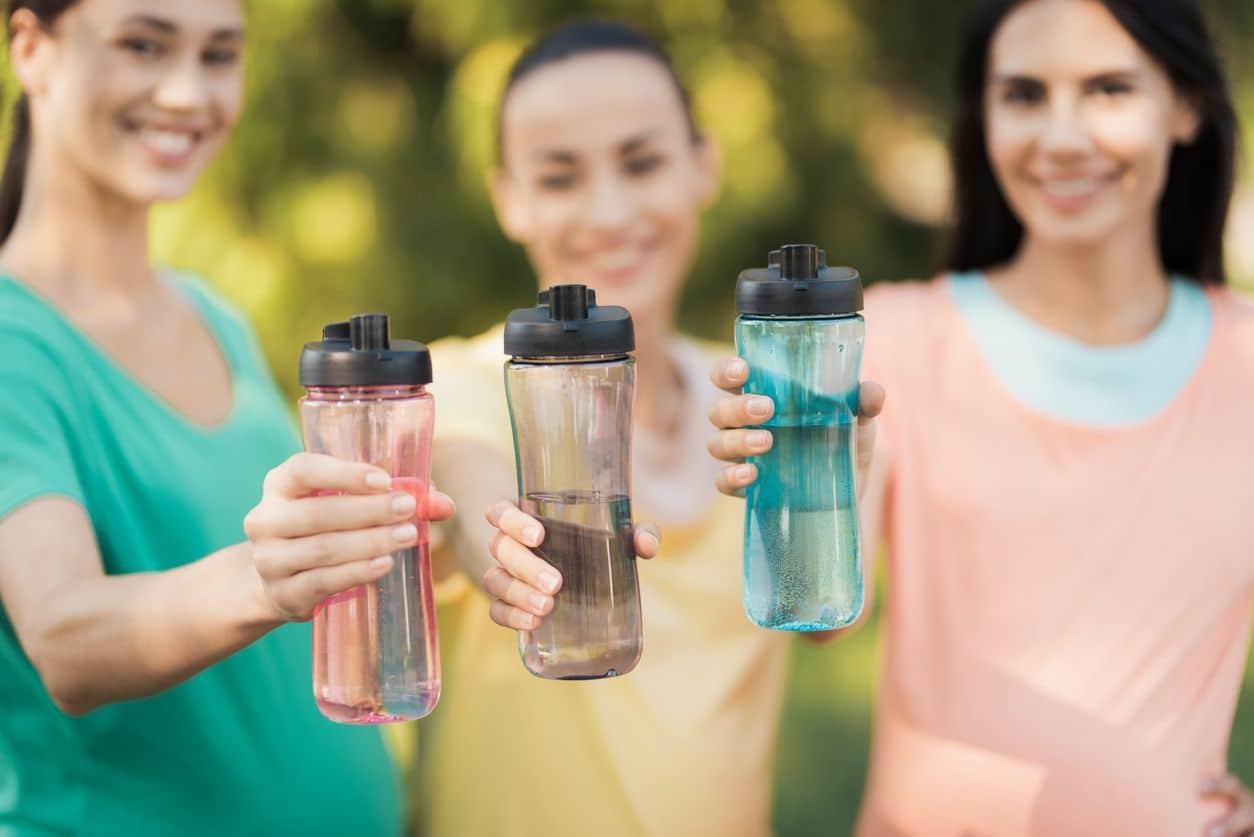 Tips Diet Saat Liburan - Botol Minum Air (detik)
