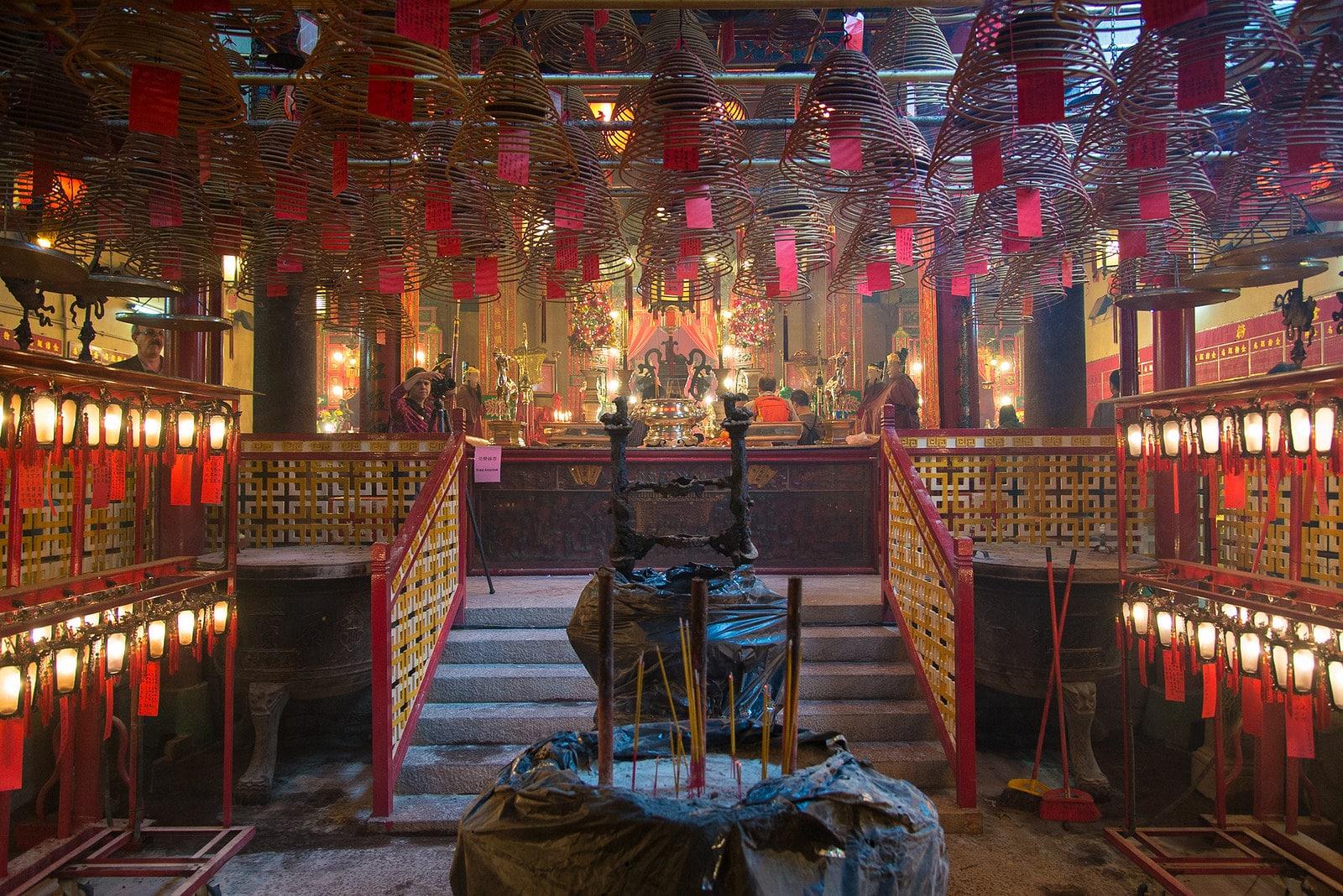 Man Mo Temple (theloophk)