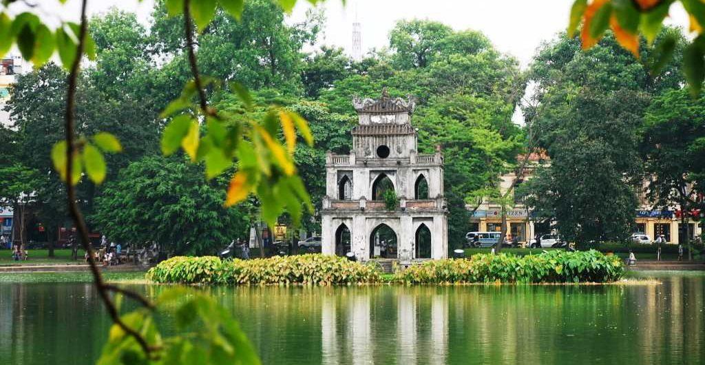 Tempat Wisata di Hanoi - Danau Hoan Kiem (asiapaths)