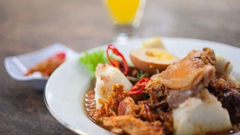 Kuliner Bali - Nasi Ayam Kedewatan Ibu Mangku (zomato)