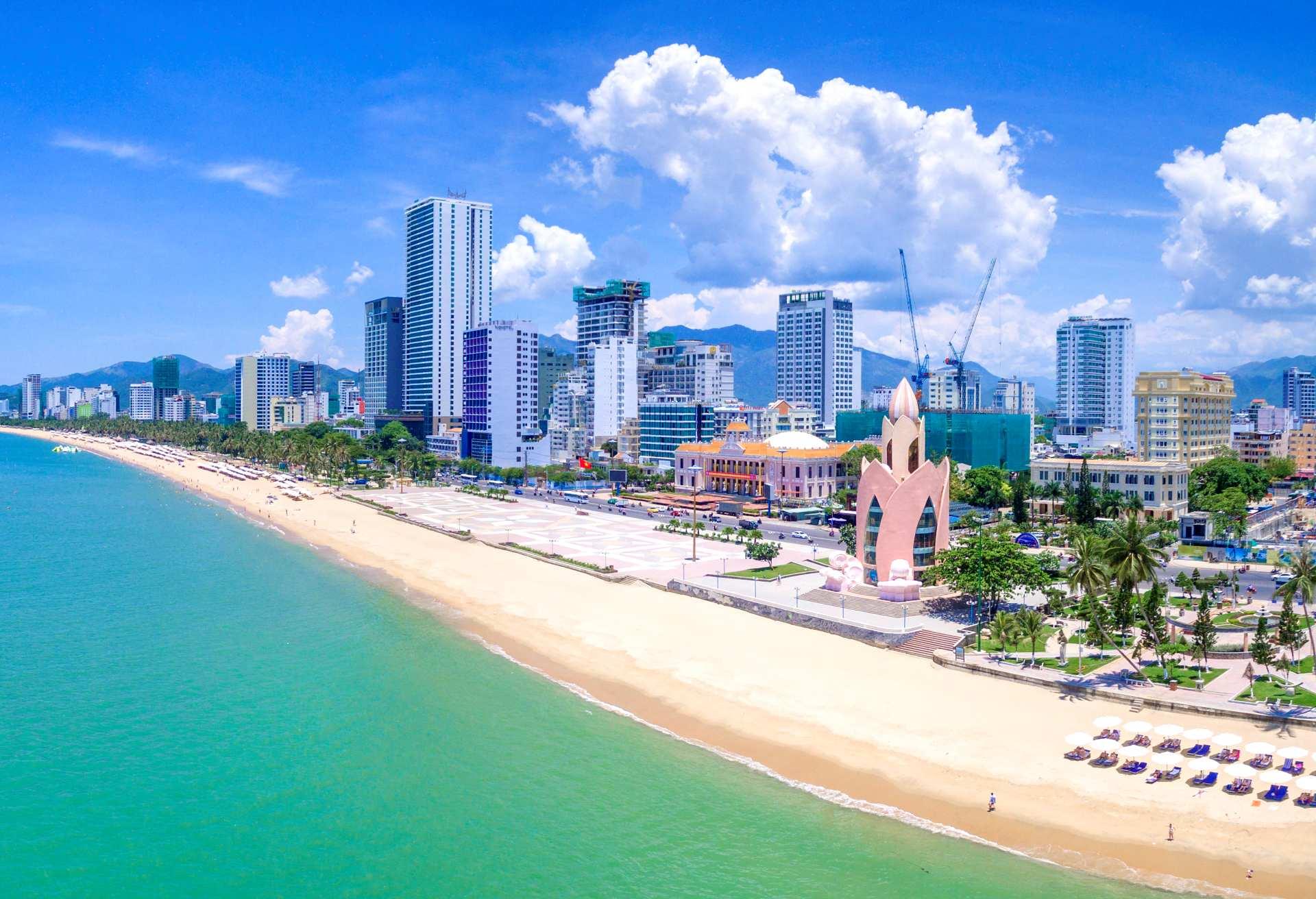 Pantai Nha Trang (hotelscombined)