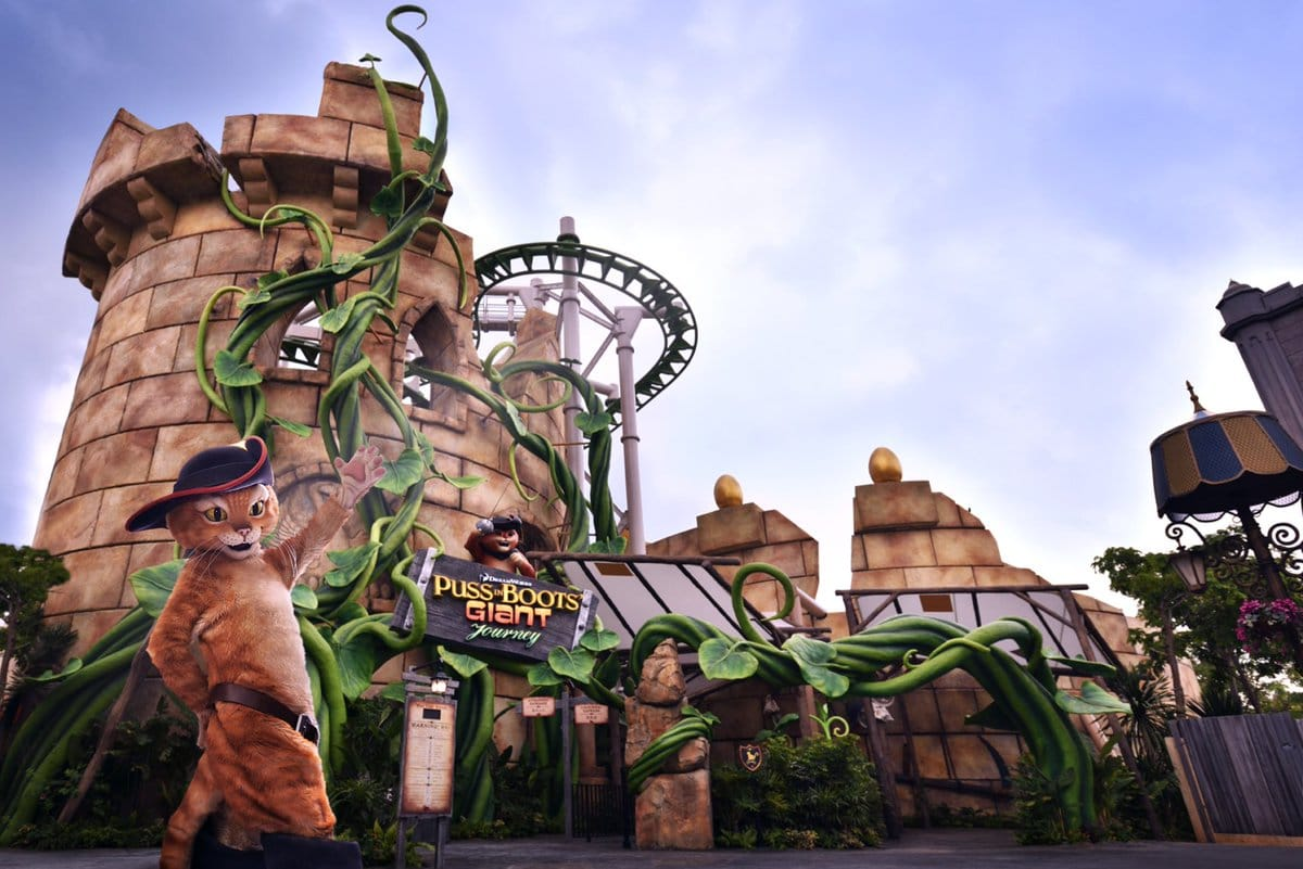 Universal Studio Singapore - Puss in Boots' Giant Journey (drudaypawar)