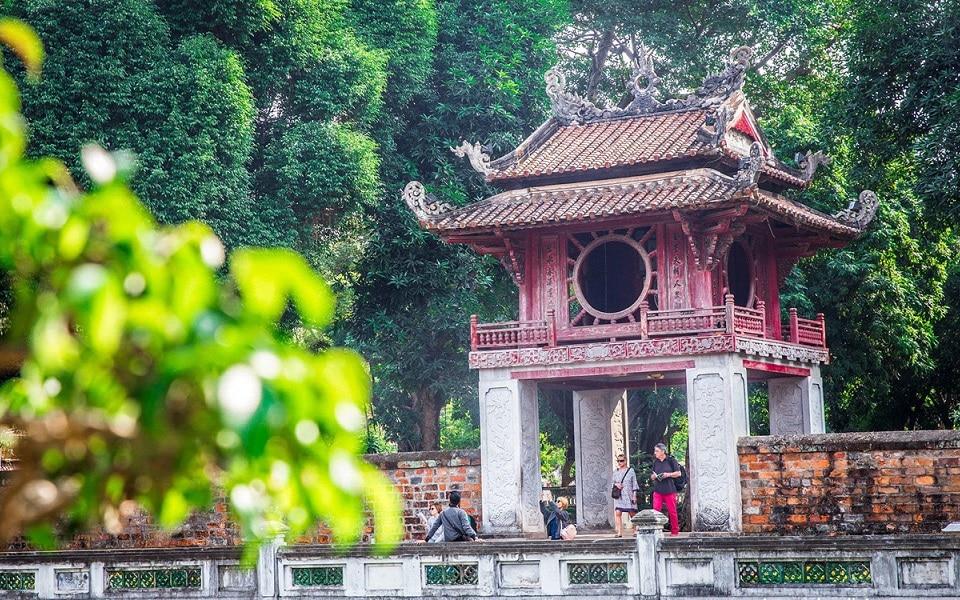 Tempat Wisata di Hanoi - Temple of Literature (indochinavoyages)