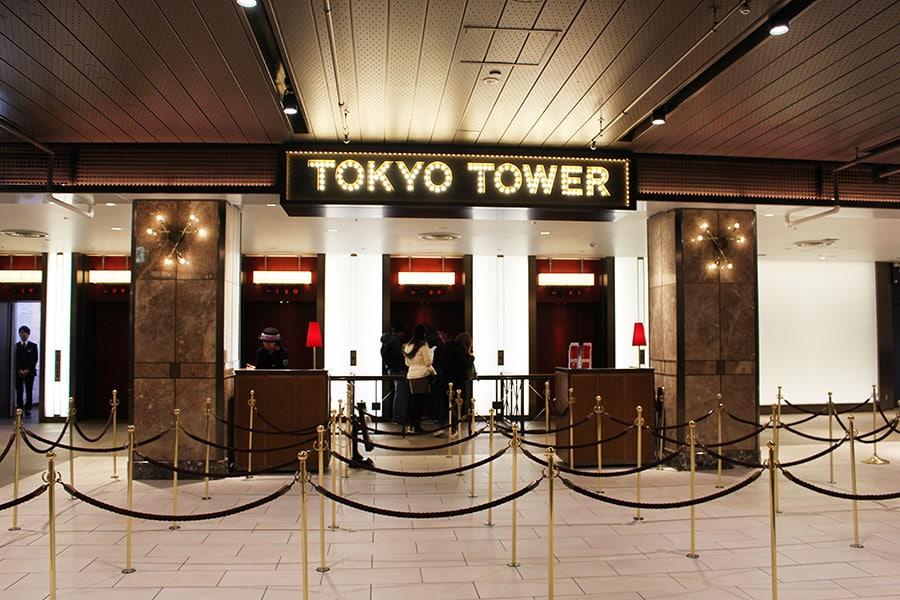 Tokyo Tower - naik elevator di Tokyo Tower (tokyotower)