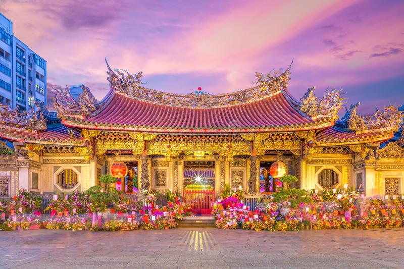 tempat wisata di Taiwan - Kuil Longshan (dreamstime)