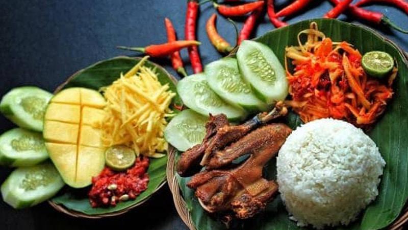 wisata kuliner Semarang kekinian - Waroeng Kaligarong (gotravelly)