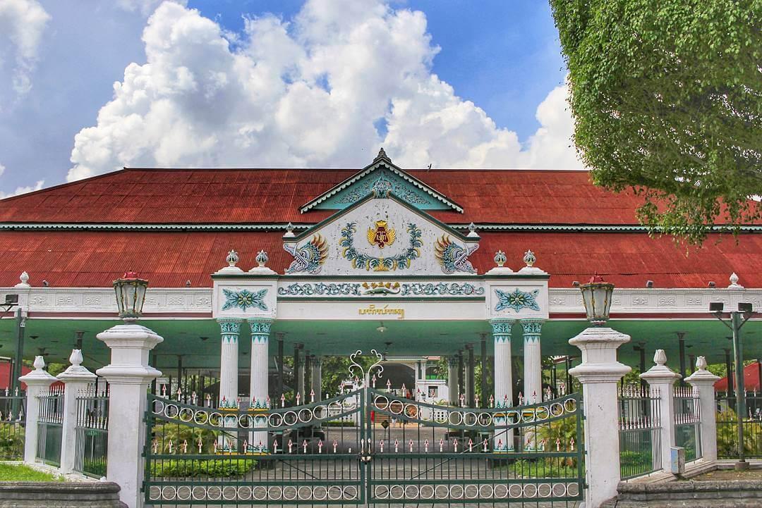 Tempat Wisata di Jogja Dekat Malioboro - Keraton Yogyakarta (griyaarimba)