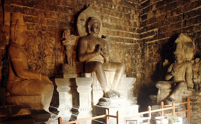 Candi Mendut arca (buddhazine)