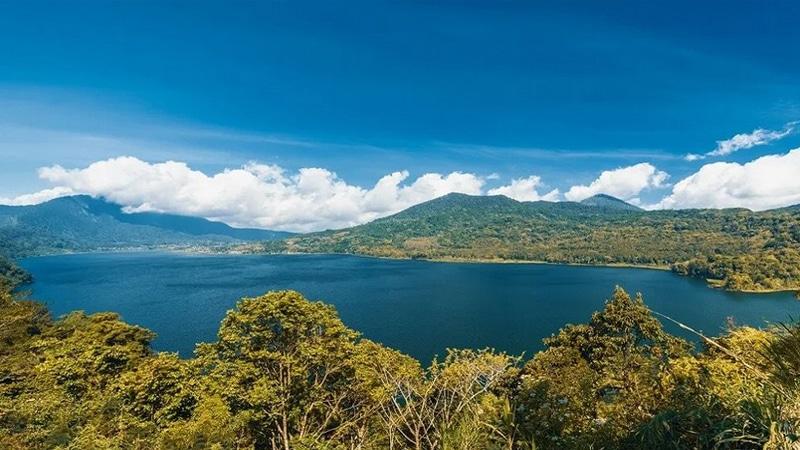Danau Buyan (travelbiz)